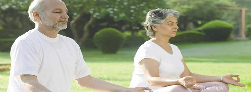 retirement-life-lets-senior-citizens-perform-meditation-outdoors